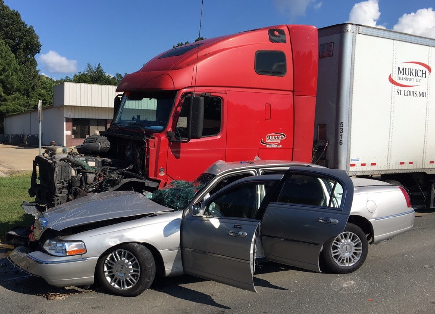 Big Rig Wreck On 425 South Claims Life Of Local Lady Monticello Live